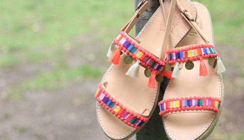 03789230c Las sandalias están confeccionadas de cuero natural y son hechas a mano.  Además