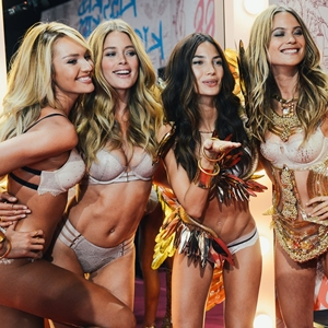 Las 'Angels' de Victoria's Secret cantan y bailan al ritmo de 'I Feel It Coming'
