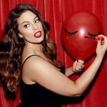 Ashley Graham es la primera modelo XL en conseguir un contrato de belleza