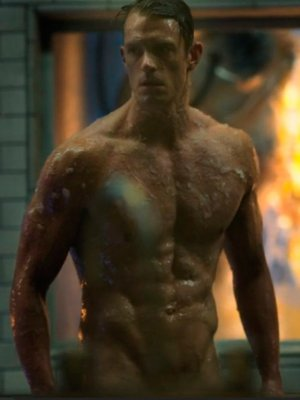 Netflix debuta un video especial de 'Altered Carbon' en el día del amor