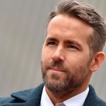 [VIDEO] Ryan Reynolds soprende en programa coreano disfrazado de unicornio