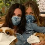 Jennifer Aniston y Courteney Cox llaman a usar mascarilla con divertido video