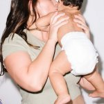 Ashley Graham celebra el primer año de su hijo Isaac